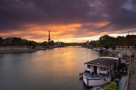 Nuages rougeoyants au dessus du Pont Alexandre III © David Briard