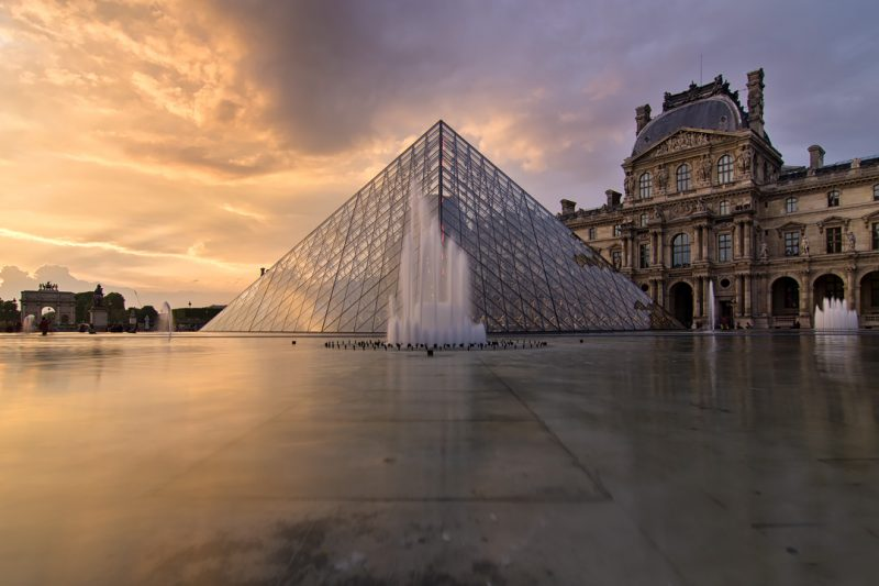 Le musée et la pyramide du Louvre © David Briard